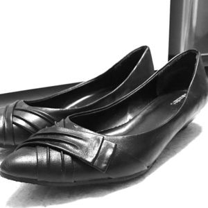 Women's professional black short heel shoe